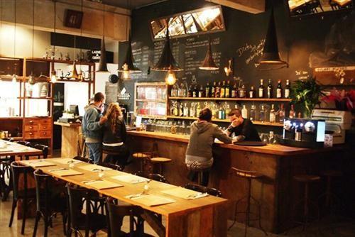 Decora o de lanchonete 500 334 bares for Mobiliario rustico para bares