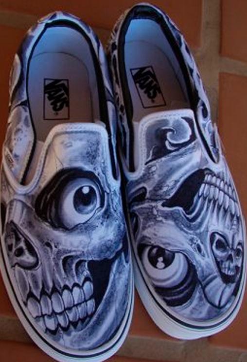 6776e1e0d9 airbrushed skulls on Vans