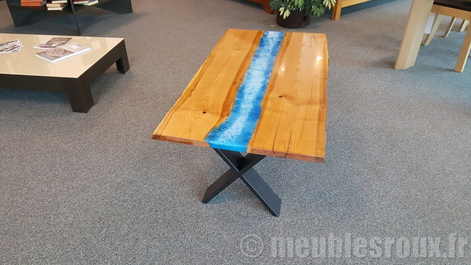 Table Basse En Merisier Et Resine Epoxy Table Basse Table Basse Design Table Basse En Merisier