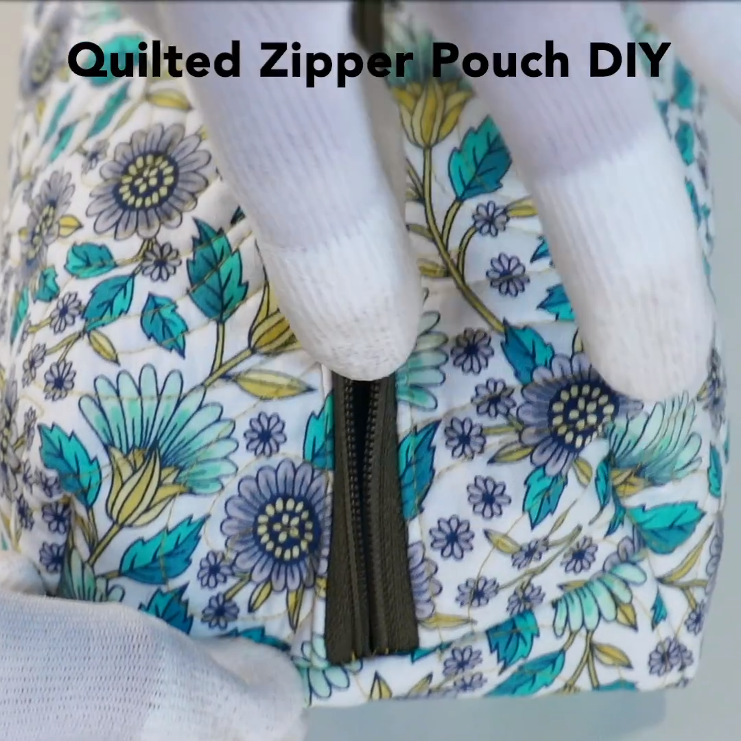 DIY Quilted Zipper Pouch: This quilted zipper pouch can be made in a jiff! Get the free pattern and