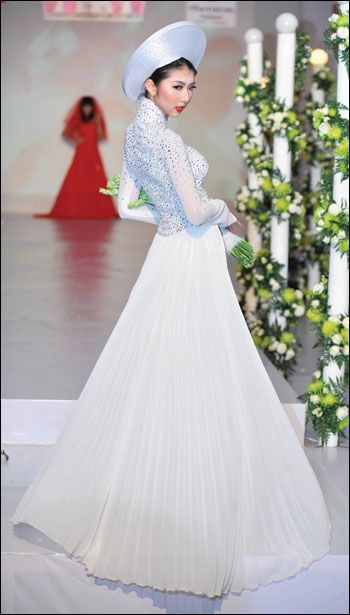 white ao dai with a nice skirt. white ao dai with a nice skirt Vietnamese  Wedding Dress a7e69e1d04e2