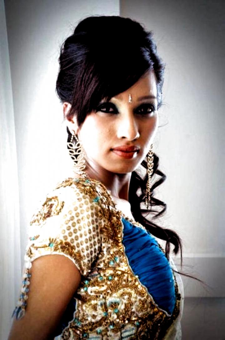 Indian bride half up/down updo in 2020 | Short wedding hair, Hair styles, Indian wedding hairstyles