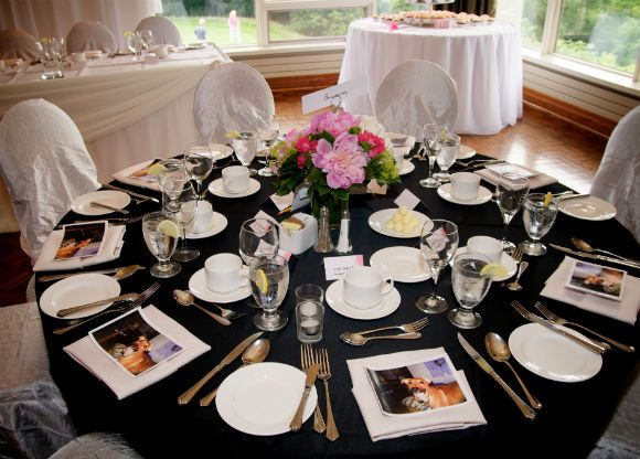 Black And White Table Décor With Pink Red Fl Accents