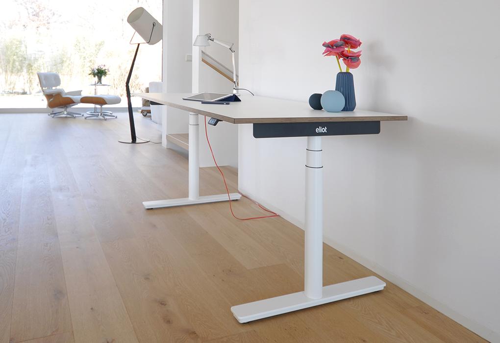 Smarter Designer Schreibtisch Im Wohnzimmer Schreibtisch Hohenverstellbarer Schreibtisch Mobelideen