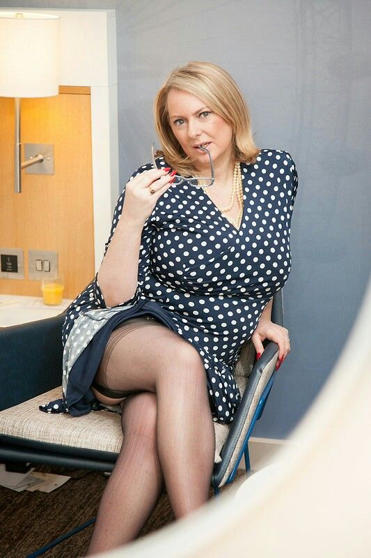 Mature Women In Stockings Pictures