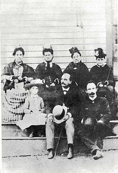 File José Martí Junto A María Mantilla Y José María Lozano Long Island Nueva York 1890 Jpg Marti Castro Brothers Cuba Fashion