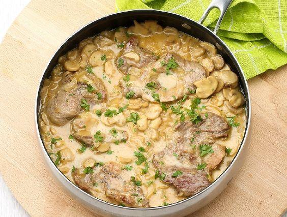 Egy finom Gombás-tejszínes sertésszelet  ebédre vagy vacsorára? Gombás-tejszínes sertésszelet  Receptek a Mindmegette.hu Recept gyűjteményében!