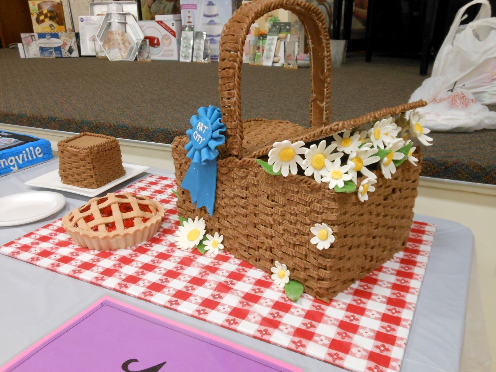 It s a piece of cake Daisy Picnic Basket Cake