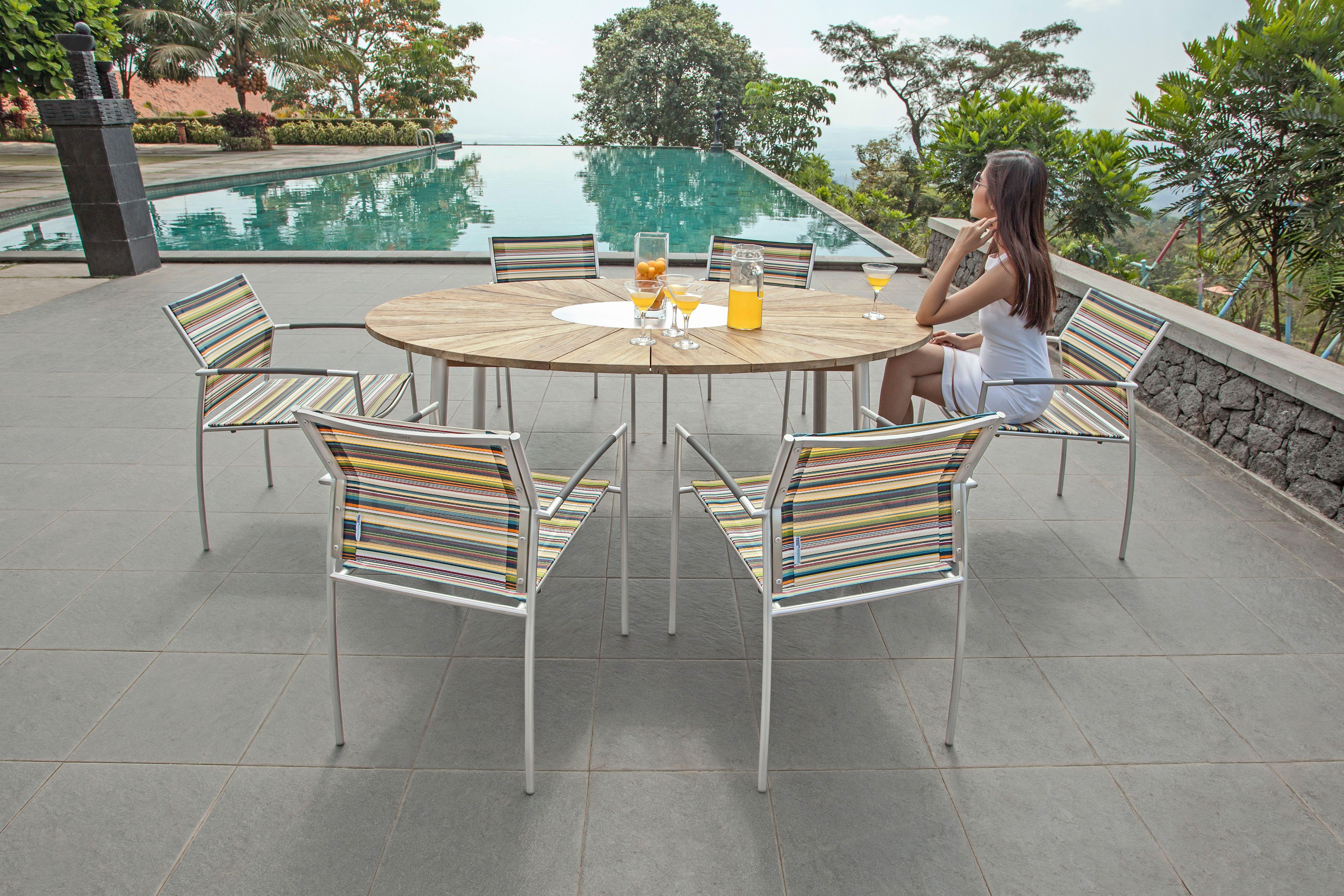 Tisch Convex Von Zebra Mobel Ellipsenformige Tischplatte Aus