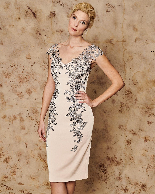 1a5ec92cd93a Κλασικά Φορέματα   Κλασικό κοντό φόρεμα με απλικέ δαντέλα