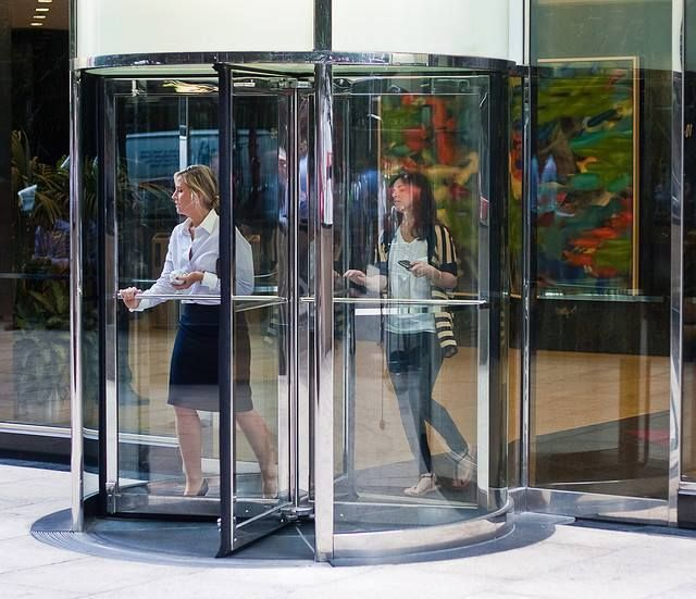 Revolving Doors Are Energy Efficient As They Prevent Drafts Via Acting As An Airlock Thus Preventing Inc Glass