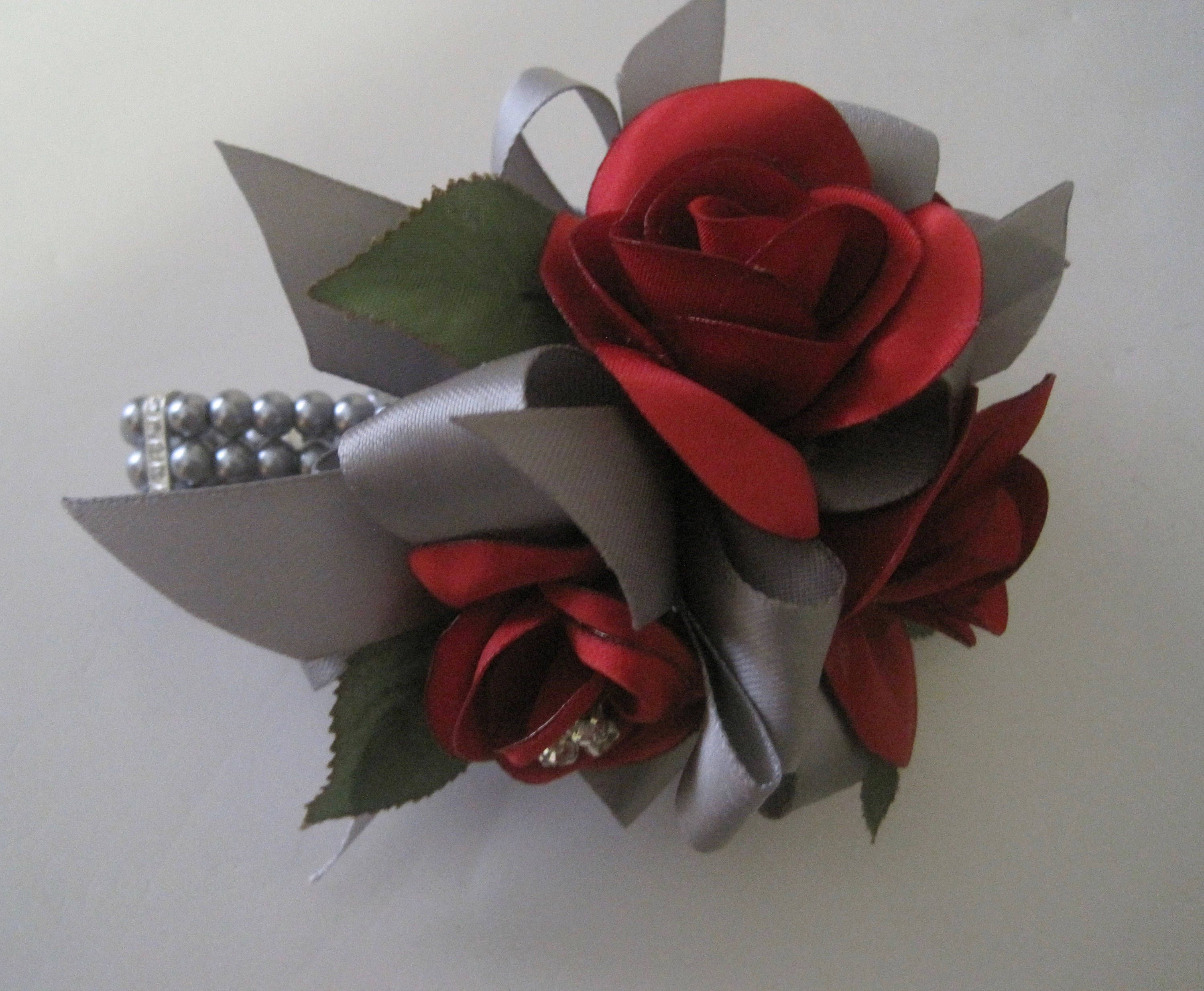 Silver corsage Bridesmaids corsage Flowers corsage Wrist corsage BurgundyGray corsage Wedding roses corsage Corsage whith feathers