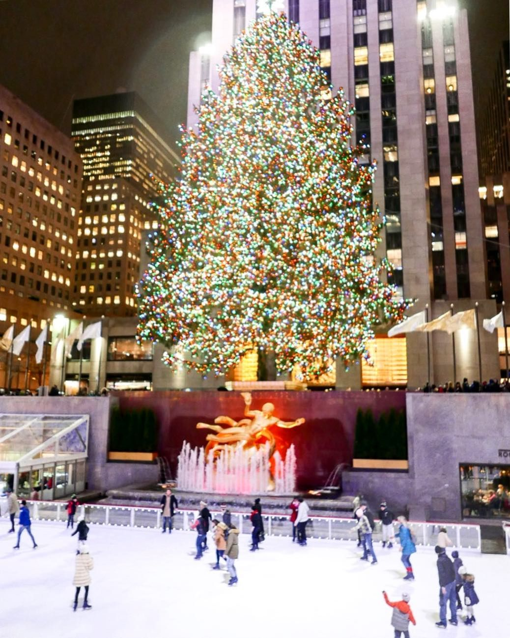 Rockefeller Center Christmas Tree Lighting | Rockefeller Center ...