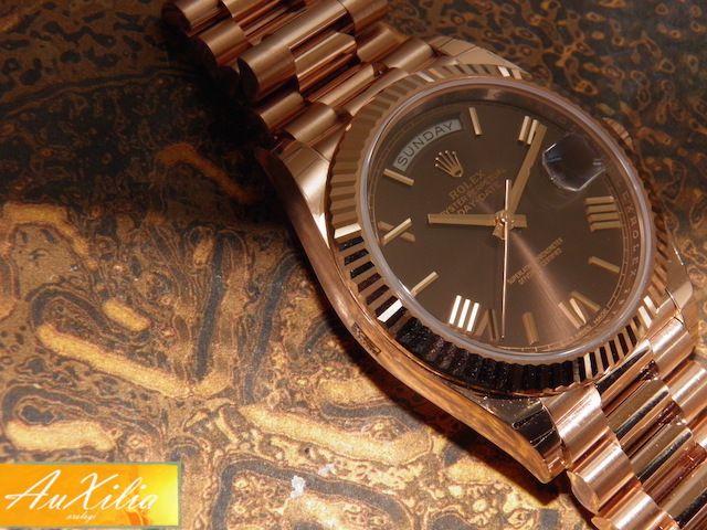 Rolex Day Date Ref 228235 ultima versione 40 mm di cassa mai indossato completo di scatola e garanzia originale e garanzia del nostro negozio valida due anni sul buon funzionamento della meccanica