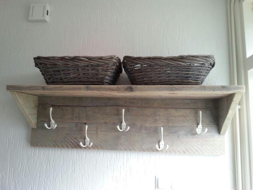 Houten meubels maken   Op eigen houtje meubelmaker Yvette Cappendijk  meubels op maat   hal