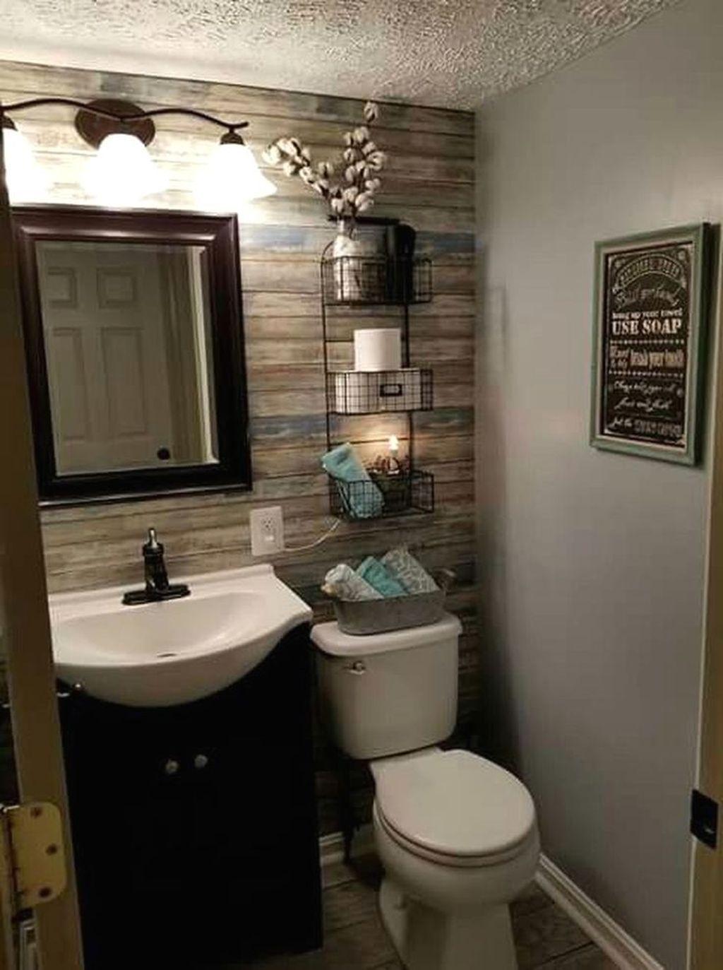 39 Vintage Farmhouse Bathroom Decor Design Ideas Small Bathroom Decor Cottage Bathroom Small Bathroom Remodel