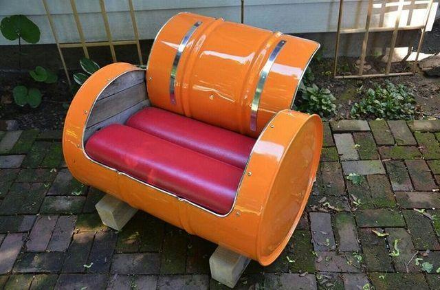 Táto zbierka nápadov, v ktorej môžete opakovane využiť váš kovový sud, vám pomôže zlepšiť váš domov a životný štýl. Pohovka, sedadlo, krb alebo stojan na bicykel, to všetko si môžete vyrobiť z kovového sudu.
