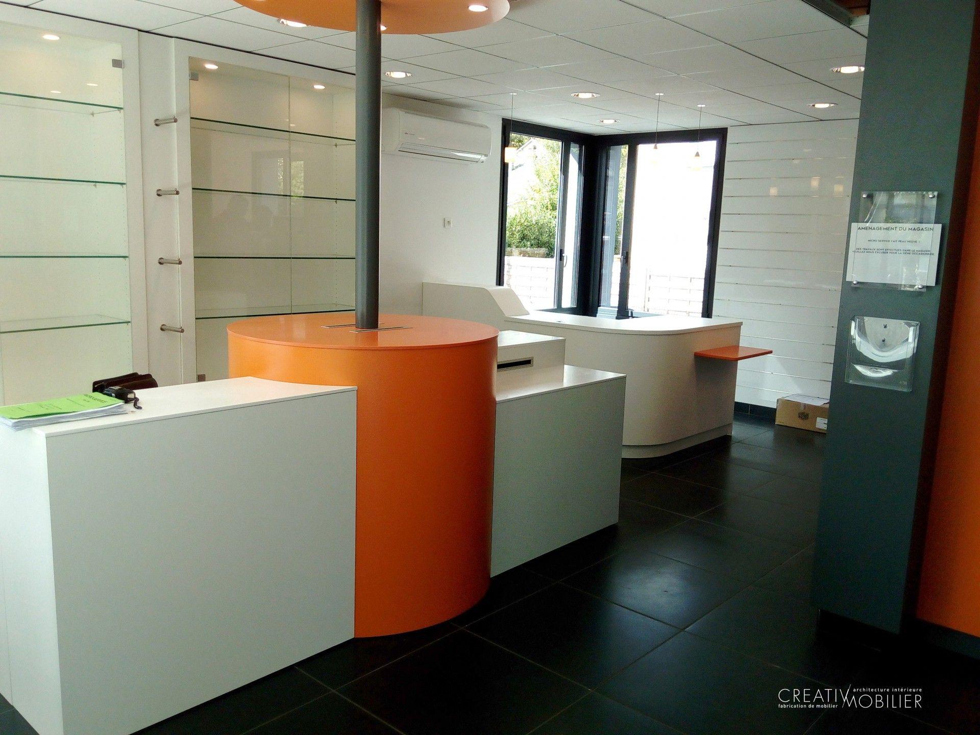 magasin informatique aux lignes sobres et design #mobilier #magasin