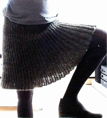 Smuk nederdel med simpel instruks. Strik forlæns {forstå baglæns}