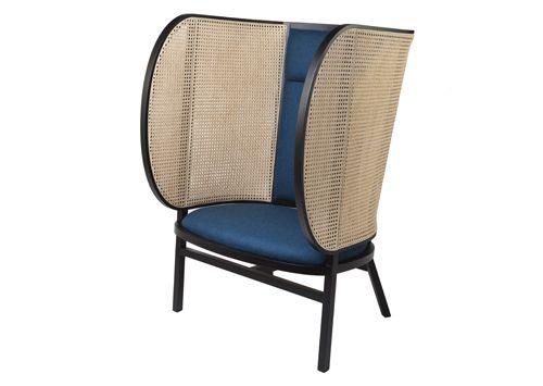 Il trio di designer svedesi front firma una lounge chair for Sedie svedesi design