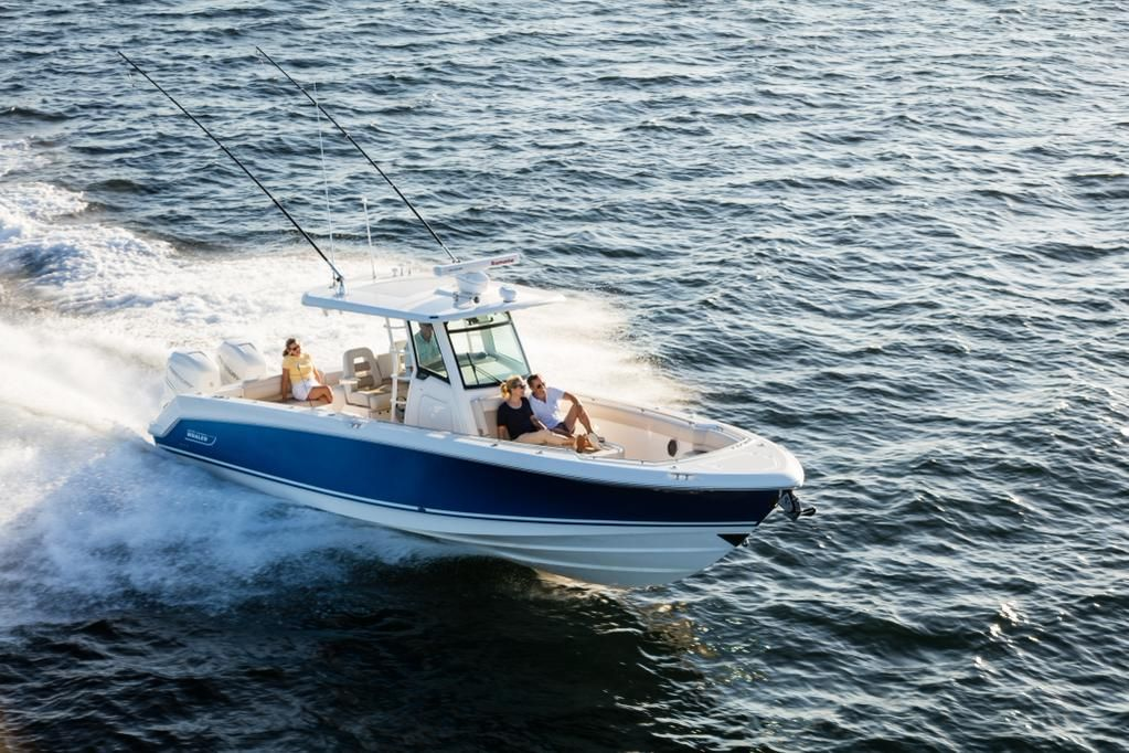 What better model to feature on this #WhalerModelMonday than our new 330 Outrage!
