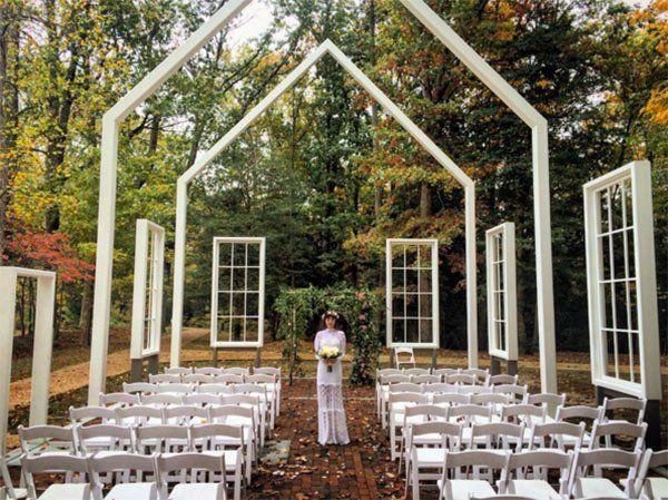 Jason Mraz Christina Carano Married See Pic From Their Gorgeous Wedding Jason Mraz Celebrity Weddings Outdoor Wedding