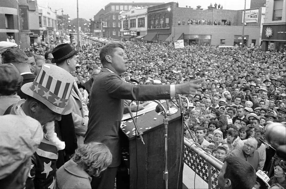 October 25 1960 Campaigning In Illinois Jfk Speaks Before A Crowd Of Over 10 000 In Front Of Aurora City Hall Mayor Pa City Of Aurora Chicago History Jfk