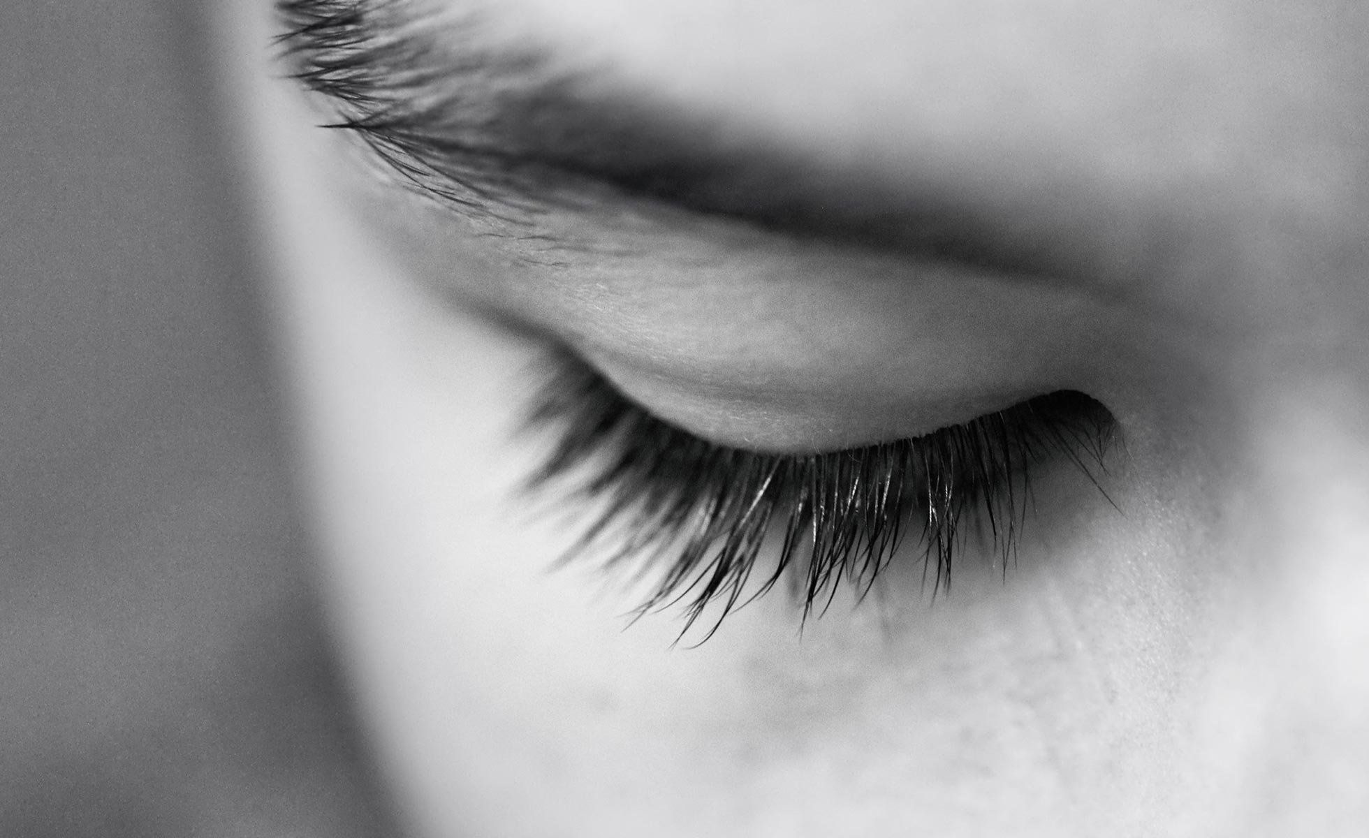 Can natural oils give you longer thicker lashes