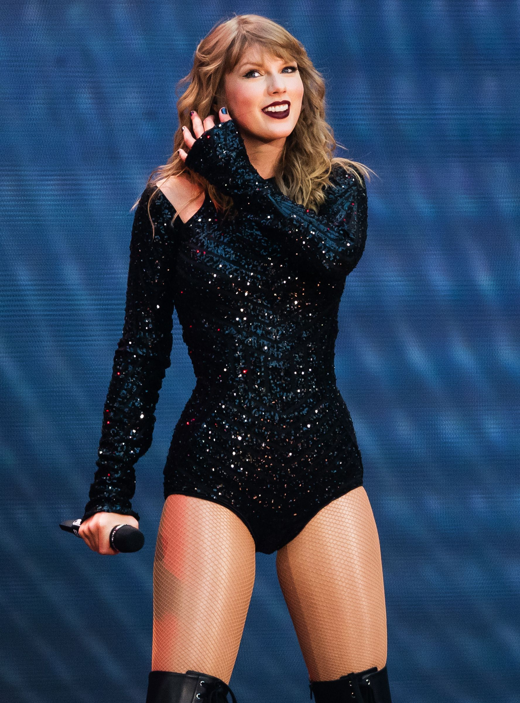 """Taylor Swift Goes To Cleveland: """"Happy National Snake Day"""""""