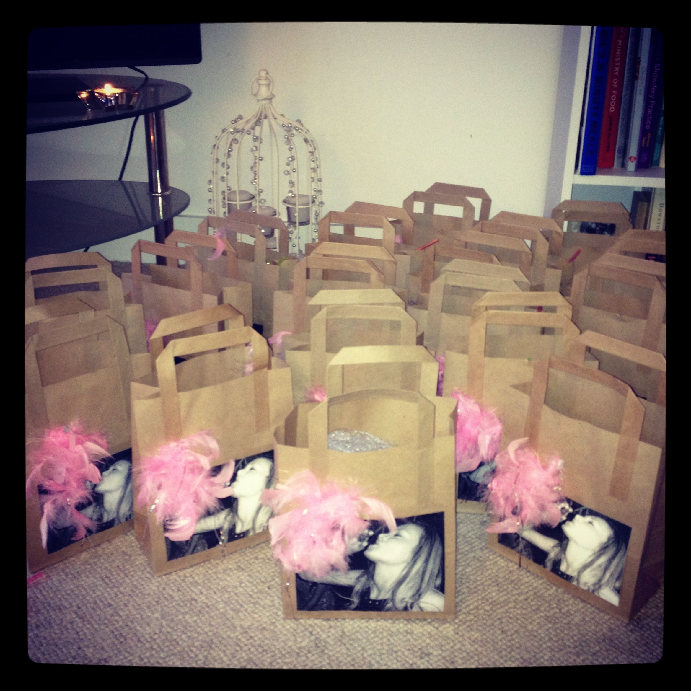 Diy hen party goody bags these are so cute wish i had for Gift with purchase ideas