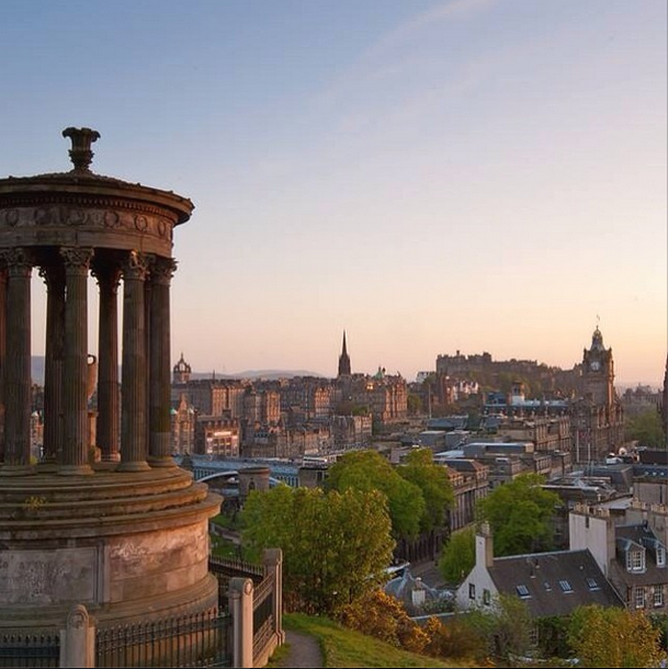 Enjoy Edinburgh This week's #edinphoto of the week is this beautiful shot of Calton Hill by Andrew Kavanagh on Instagram. The dreamy, dusk colours really pulled us into the scene.