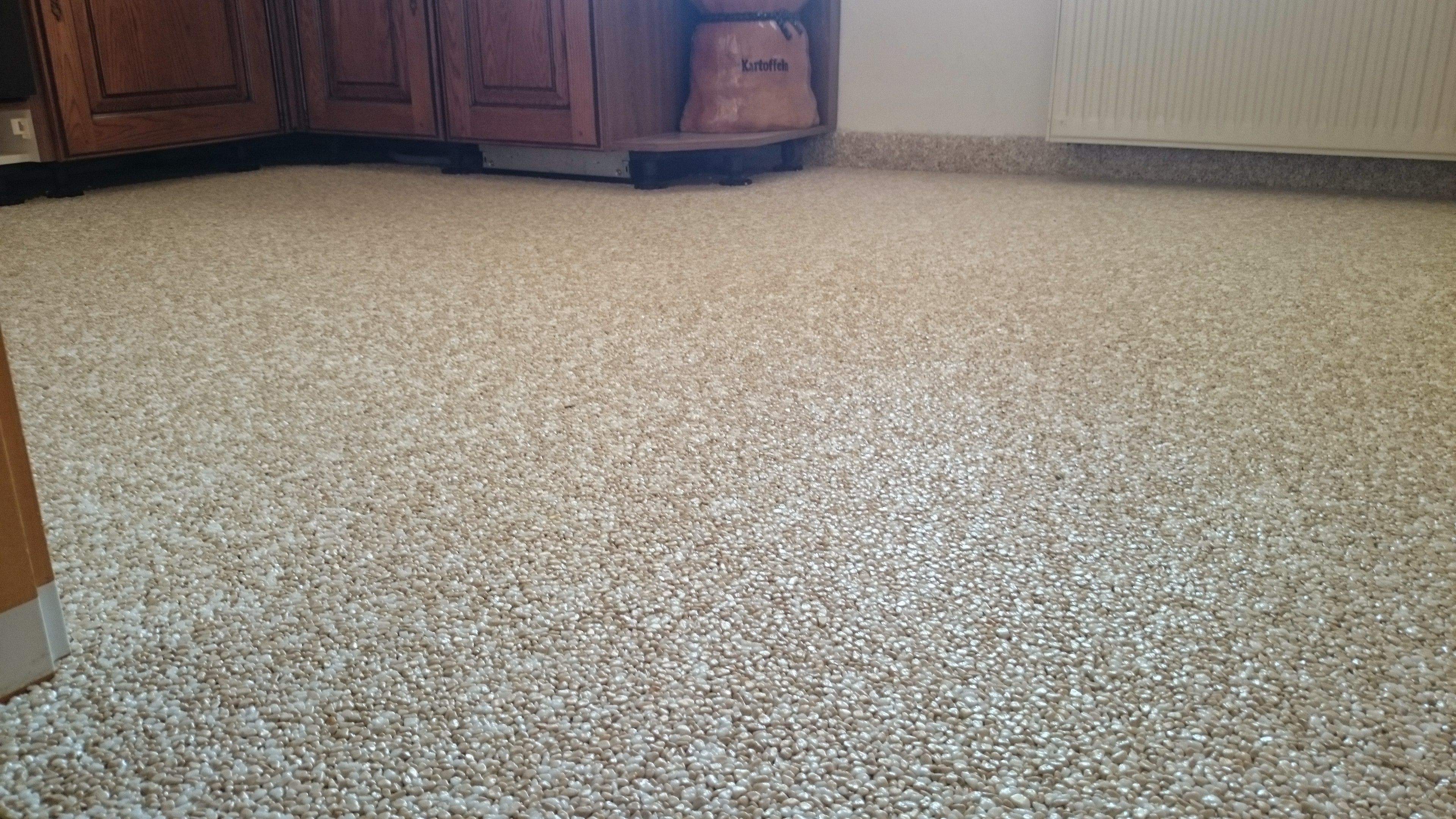 Steinteppich Badezimmer ~ Küchen arbeitsplatten sanierung mit marmorkies steinteppich und