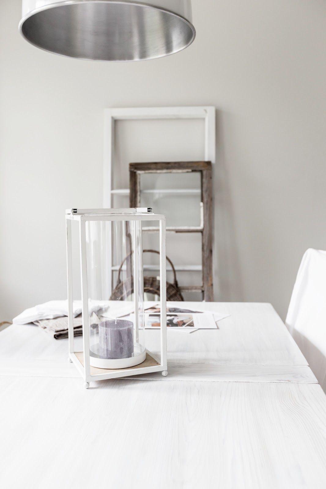 White table / greige wall / lantern  http://skiglari-norppa.blogspot.com