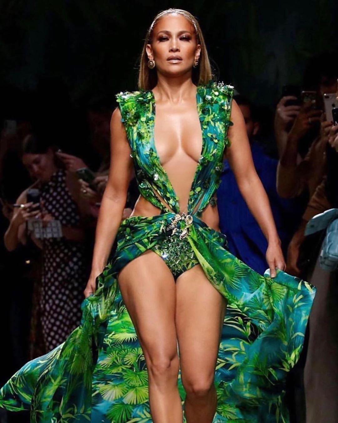 Realdiva Latinapower Inspiration Repost Robzangardi Jlo 2019 Jlo Versace Donatella Versace Randm Fashion Versace Gown Jennifer Lopez [ 1350 x 1080 Pixel ]