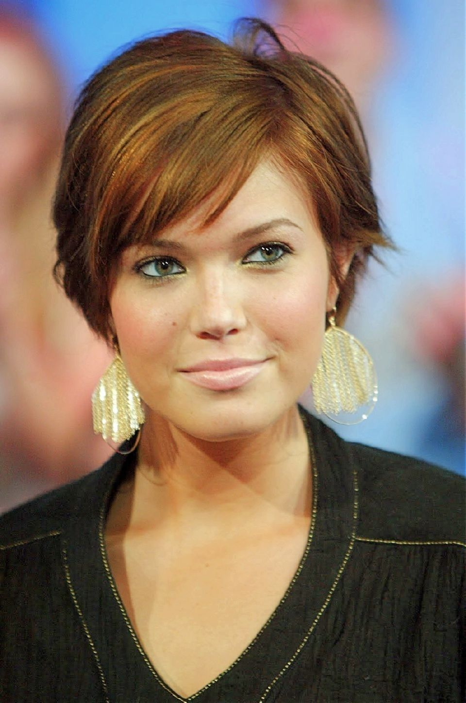 Double chins short hairstyles for round faces with double