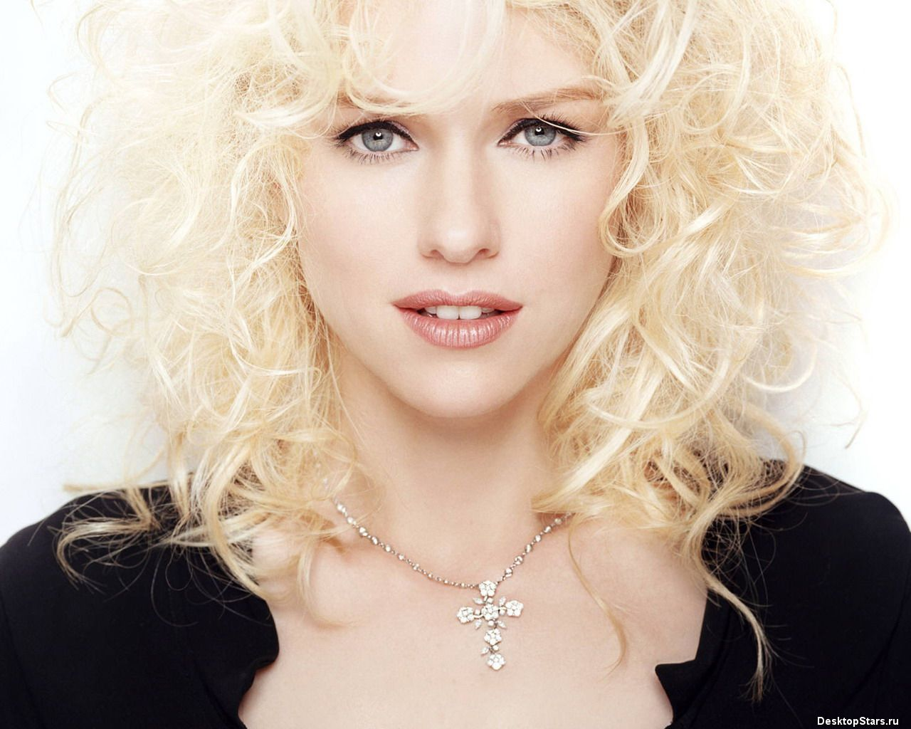 Naomi Watts with her lovely blonde curls