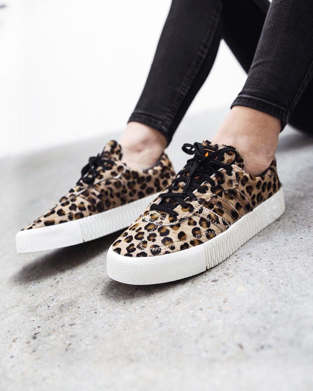WANTED : cette paire de baskets Adidas Samba Rose léopard
