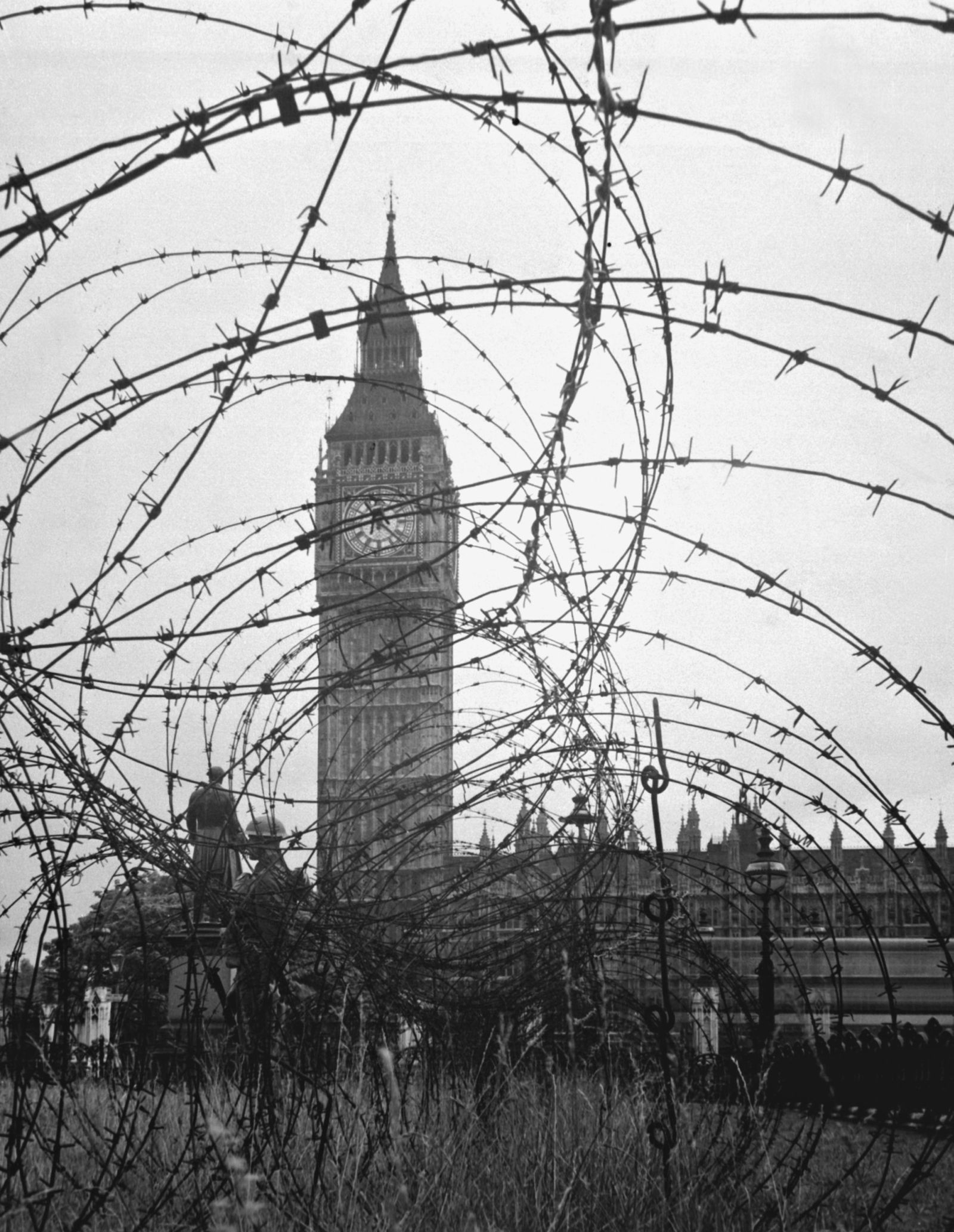 Barbed Wire near Big Ben | foto | Pinterest