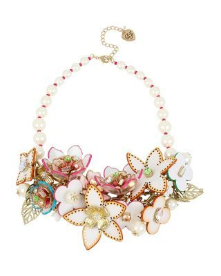 FLAT-OUT-FLORAL-STATEMENT-NECKLACE_MULTI (320×400)