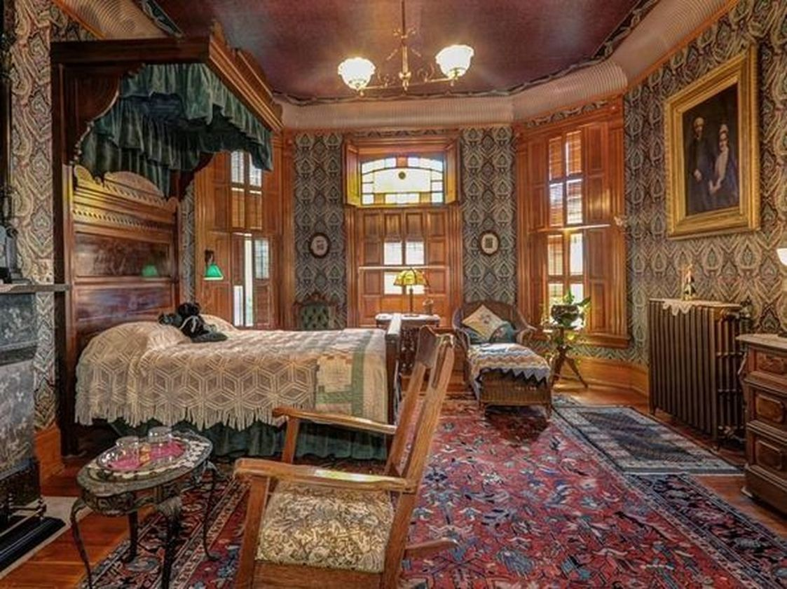 57 Amazing Old Houses Design Ideas Will Look Elegant Roundecor Victorian Homes Victorian Rooms Mansion Interior #old #victorian #living #room