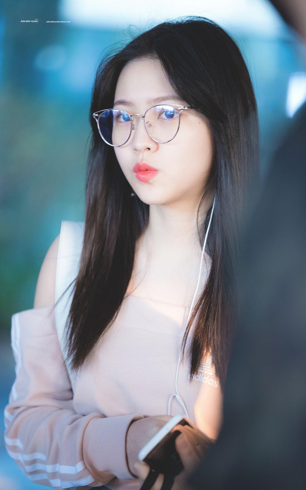 1d93f84c4e1 I want Yeri s glasses Seulgi