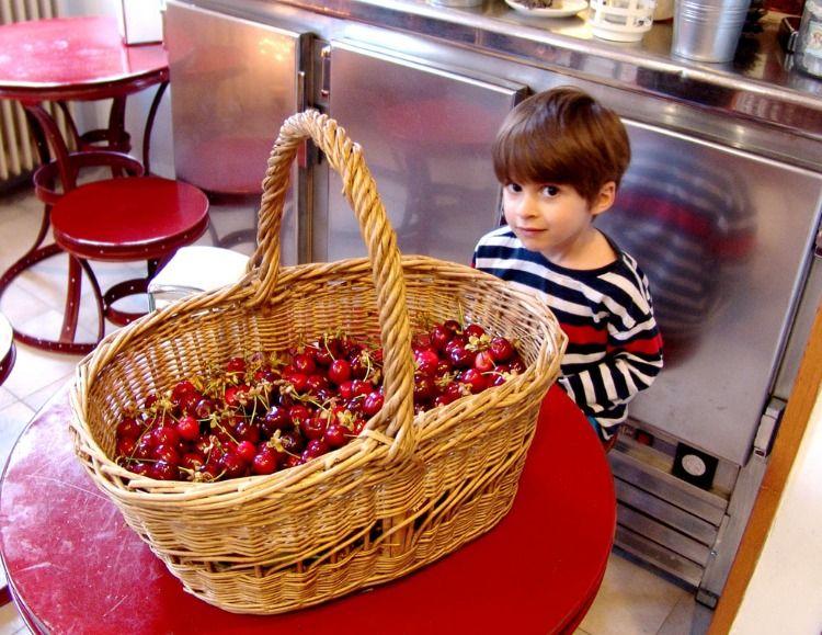 Recoleccion De Frutas Y Verduras En La Huerta De La Tinenca Hotel