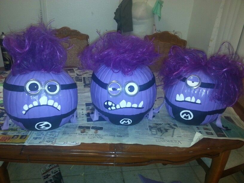 painted purple minion pumpkins! fun and easy decorating ideas