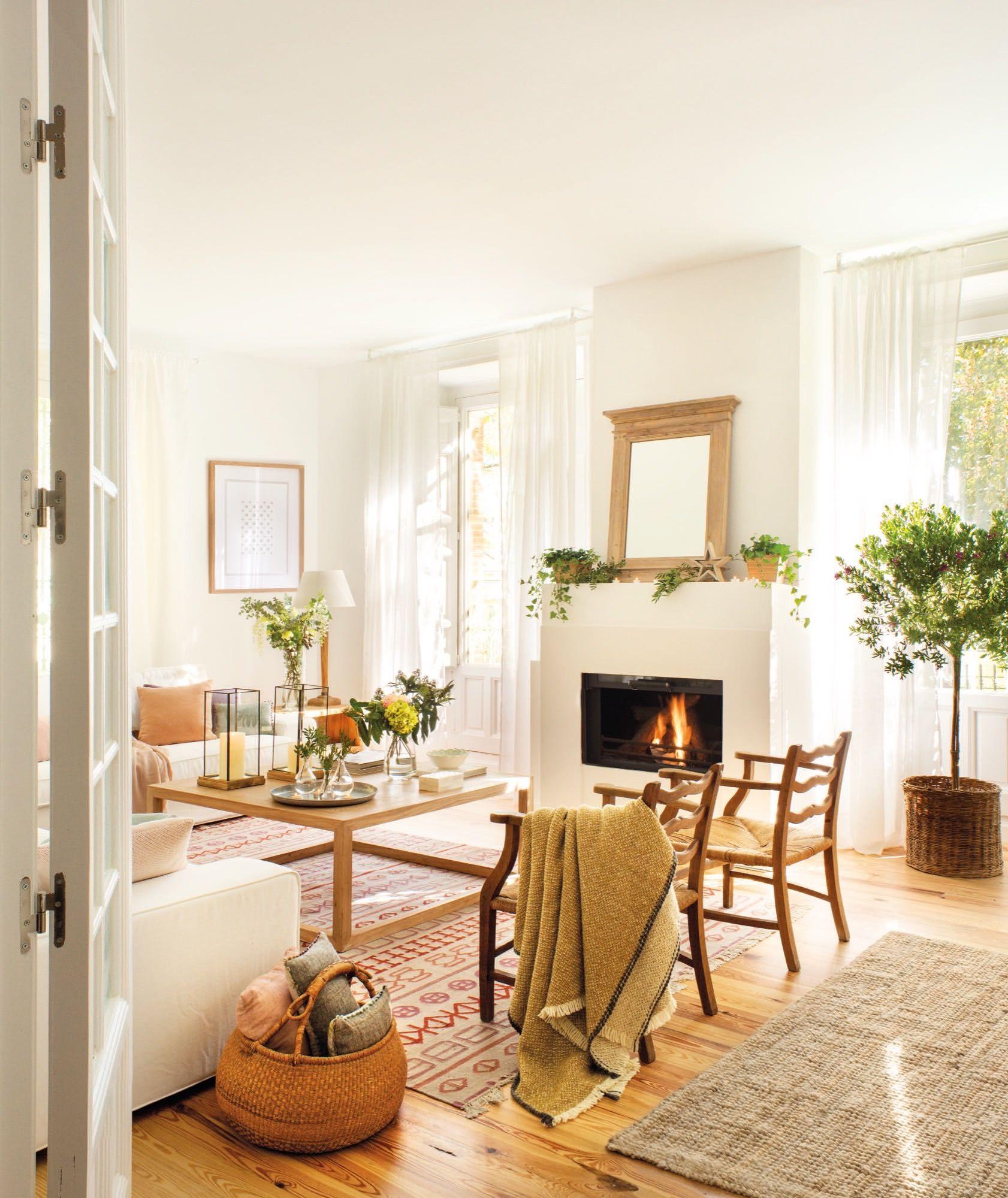 Salon con butacas mesa de centro y chimenea pisos - Chimenea piso pequeno ...