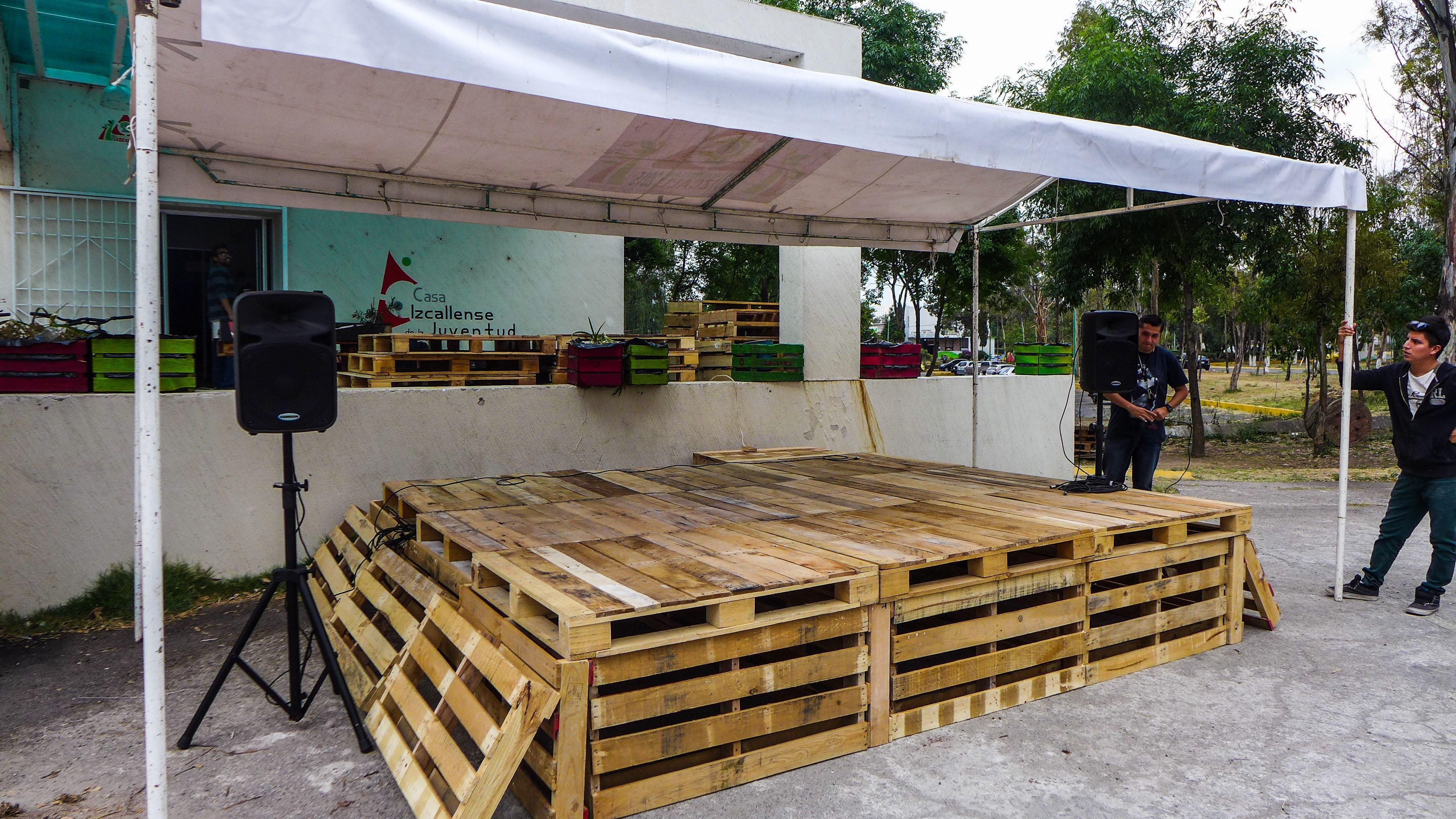 Diy Pallet Stage Play Within The Play Midsummers