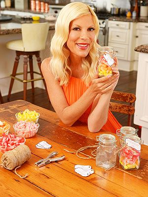 tori spelling home decorating | Tori Spelling Halloween Crafts  sc 1 st  Pinterest & Deck Out Your Door With Tori Spellingu0027s Candy Corn Cobweb
