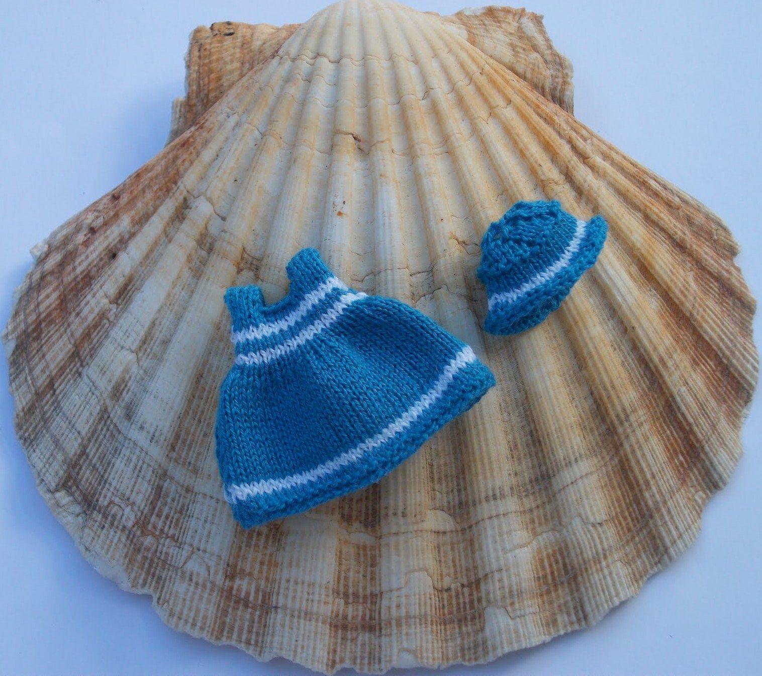 how to: crochet sailor dress (hat tutorial is here: http://minisdeauxi.blogspot.mx/2011/07/sombrerito-playero.html )