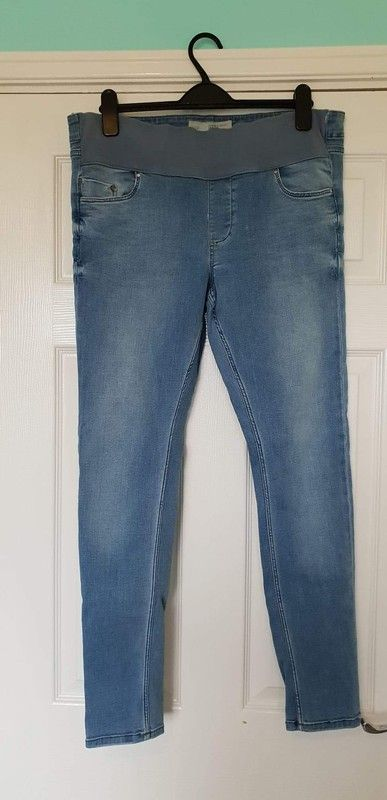 6b08b7ebb1f06 Light blue skinny maternity jeans from Topshop. Size 12, very comfortable.
