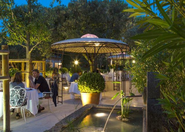 Femstjernet hotel tæt på Avignon, inklusive morgenmad, velkomstdrink samt adgang til spa