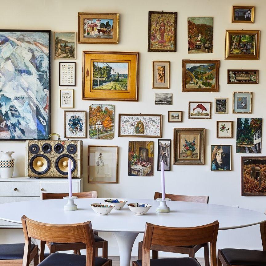 Come fare una parete piena di quadri e stampe in stile